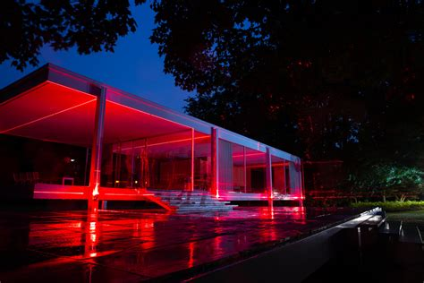 Geometry of Light at the Farnsworth House: Lines, Lasers