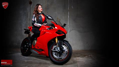 women With Bikes, Ducati 1199, Motorcycle Wallpapers HD